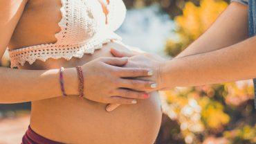 10 cadeaux sympas à faire à de futurs parents